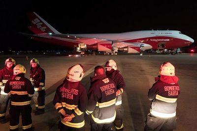 Llega a Bolivia un gran avión cisterna para aplacar los incendios forestales