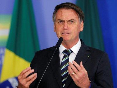 """Bolsonaro alerta sobre """"guerra de información"""" con Amazonía"""
