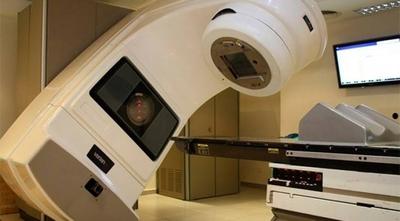 HOY / Burocracia estatal retarda  hasta el fin compra de equipos, 200 pacientes con cáncer sufren