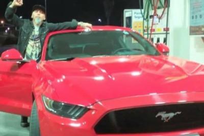 Llevó su Ford Mustang al taller, el mecánico lo usó para pasear y se lo destrozó