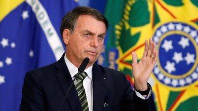 "Bolsonaro alerta a militares sobre ""guerra de información"" con Amazonía"
