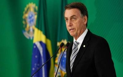 Bolsonaro evalúa desplegar militares para controlar incendios en el Amazonas