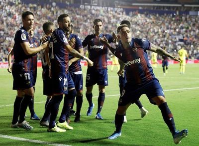 Villarreal perdona y Levante remonta