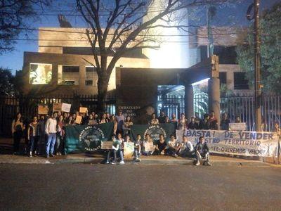 Organizaciones se manifiestan frente a la Embajada de Brasil