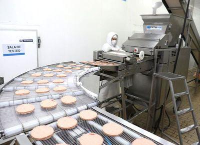 Habilitan a dos frigoríficos para exportar hamburguesas a Uruguay