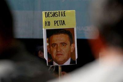 Duras críticas a Petta tras polémicas en redes