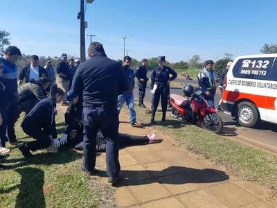 MUJER HERIDA TRAS PERDER EL CONTROL DE SU MOTOCICLETA