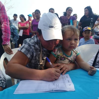 Gobierno otorga seguridad jurídica por sus lotes a más de 280 familias de Yby Yau