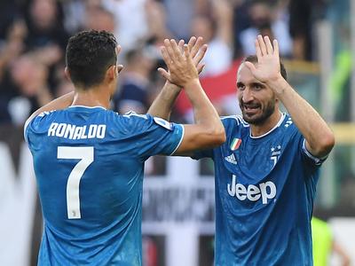 Juventus estrena su título con ajustada victoria sobre Parma
