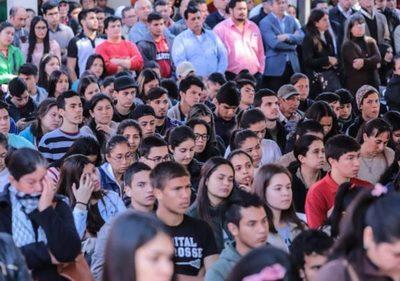 Entregan 1.000 becas a jóvenes de escasos recursos, en Misiones