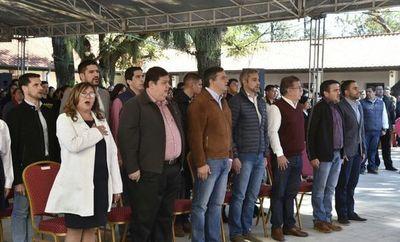 Entregan becas y equipos educativos en San Ignacio Misiones