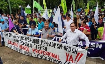 HOY / Docentes anuncian nueva huelga y movilizaciones a nivel país para exigir aumento salarial