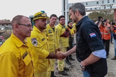 Presidente viaja a zona del Pantanal paraguayo y confirma que aceptó ayuda de la UE para sofocar incendios