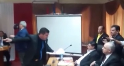 Suspenden reunión de junta por gresca entre concejales