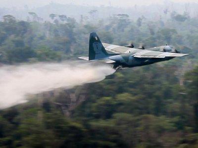 El fuego avanza en  Amazonia pese al despliegue de aviones y soldados