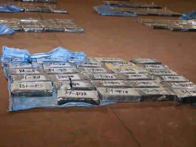 Caen casi 400 kilos de cocaína en pista clandestina y detienen a tres hombres