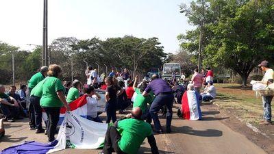 Manifestantes exigen reconstrucción de la Terminal de Ómnibus de Asunción