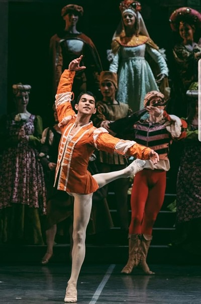 Medios argentinos destacan a bailarín paraguayo que baila en el Teatro Colón de Buenos Aires