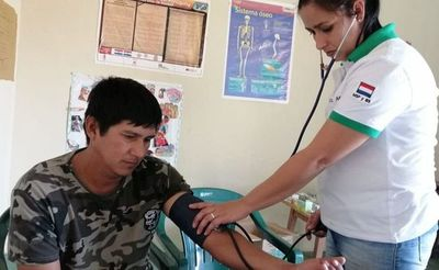 Salud asiste a personas afectadas por incendio en Bahía Negra