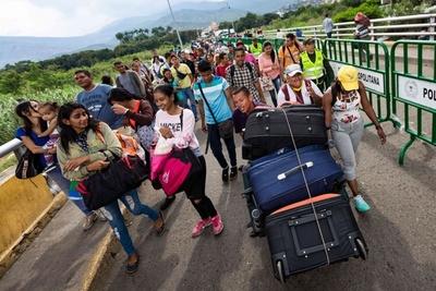 En 48 horas, unos 13.000 venezolanos cruzaron la frontera hacia Ecuador