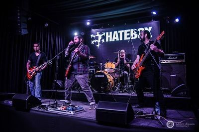 "Hatebox lanza su primer álbum ""Mundos"""