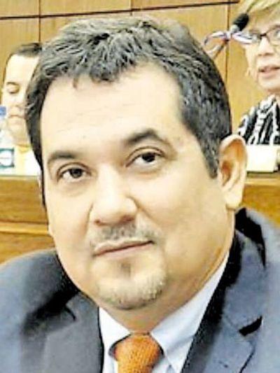 Senador considera que Ullón debería renunciar