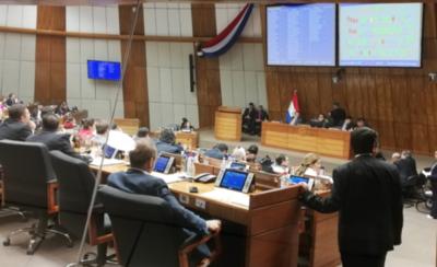 HOY / Fracasa intento de eliminar jubilación VIP de parlamentarios