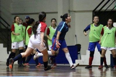 Cerro sacó ventaja en la primera final