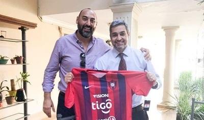 Abdo Benítez brinda su apoyo al Ciclón antes de crucial partido