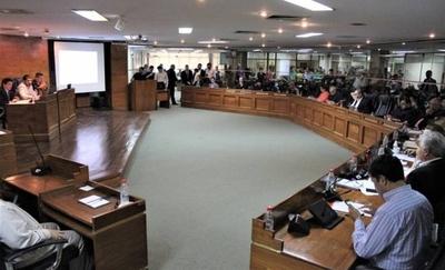 HOY / Alvarenga tirotea contra sus colegas por rechazo a intervención