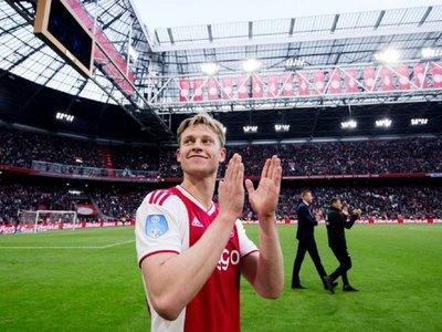 El holandés Frenkie de Jong, elegido mejor medio de la temporada 2018/19