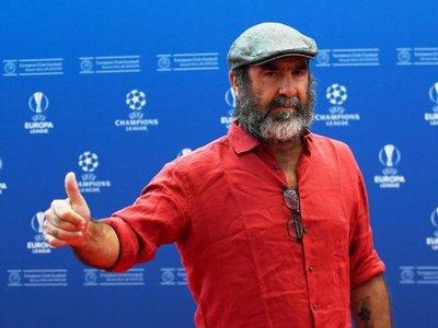 Cantona recibe el premio Presidente de la UEFA