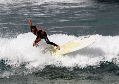 El surf, un deporte en expansión que mueve 400 millones anuales en Portugal