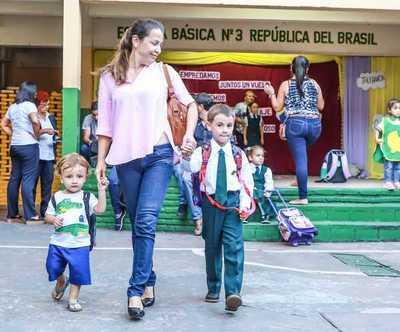 """""""Hoy la transformación educativa es tema central para lograr el progreso del país"""", afirma ministro"""