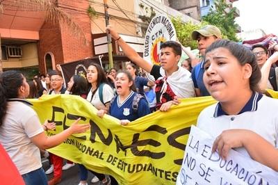 Estudiantes y docentes se unen para exigir mayor inversión en educación