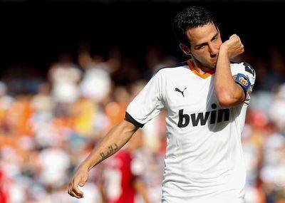Con dos penales, Valencia gana