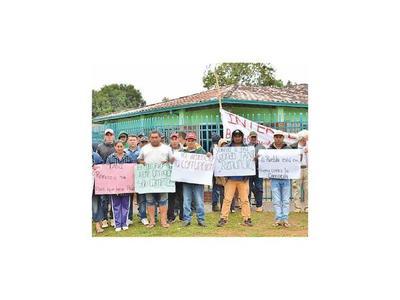 Pobladores exigen renuncia de intendente