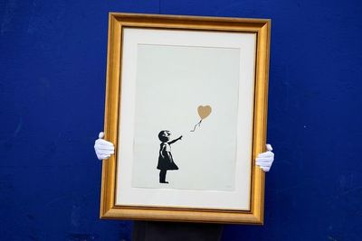 """A subasta dos grabados de Banksy de la popular """"Niña con globo"""""""