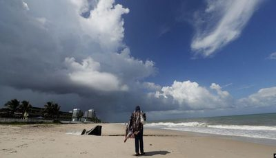 Huracán Dorian tocó en Bahamas y sigue peligroso rumbo hacia costa sureste de EE.UU.