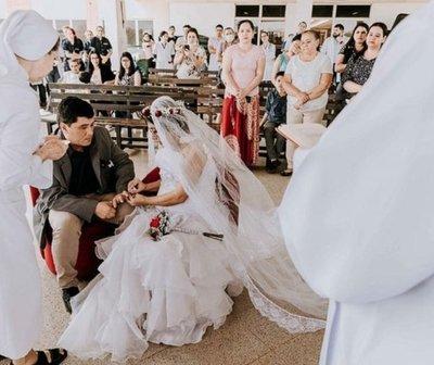 Conmovedora boda organizada por médicos y enfermeras del Hospital de Clínicas.