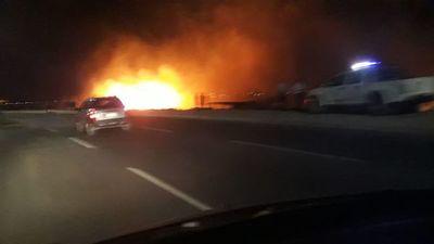 Incendio en la Costanera Norte moviliza a los bomberos