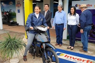 Tercera motocicleta entregada en la Expo Norte
