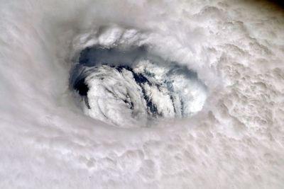 """Huracán Dorian lleva """"vientos catastróficos"""" hacia EE.UU."""