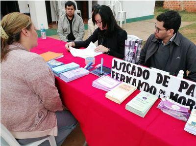 """Fndo. de la Mora recibió a """"La justicia llega a tu barrio"""""""