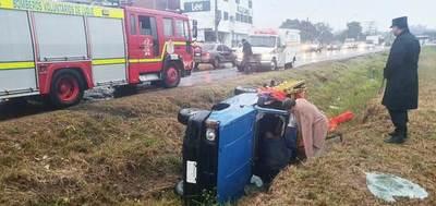 Vuelco deja dos heridos en zona de Curva Romero •
