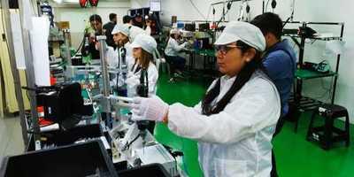 Presidente visitó fábricas en Luque que priorizan mano de obra local