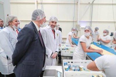 Jefe de Estado visitó complejo industrial en Luque