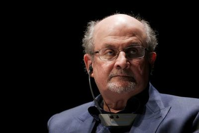 Salman Rushdie entre los nominados al Premio Booker