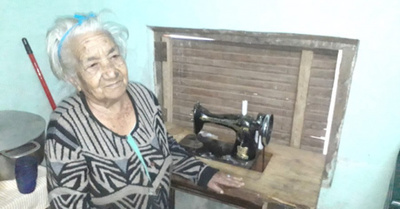 A sus 91 años  es una capa  como modista