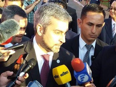 Mario Abdo Benítez llega al Congreso para la cumbre de poderes